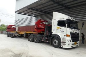 container lifting by sidelifter